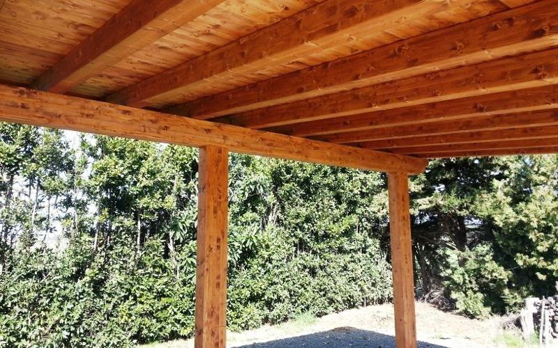 Tettoia in legno su misura
