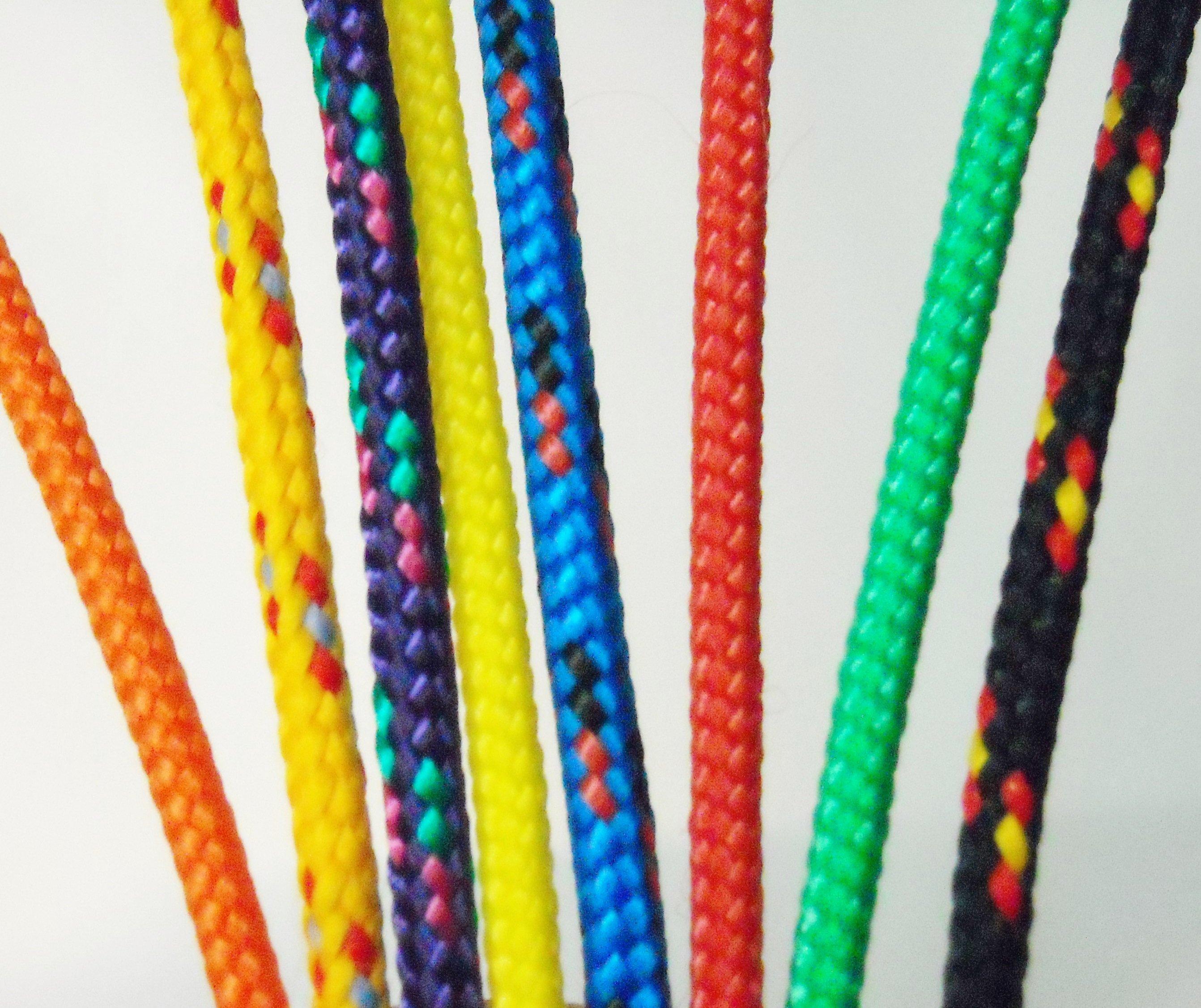 delle corde di diversi colori