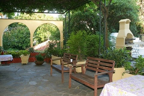 residenza con ampio giardino