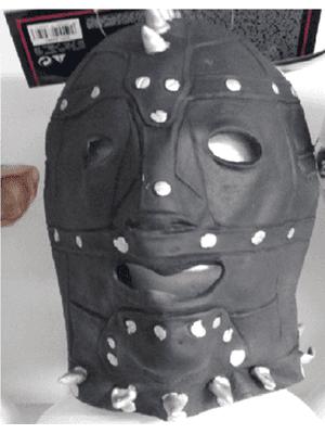 maschera incappucciata