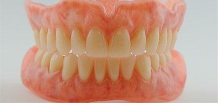 Protesi dentarie mobili e fisse