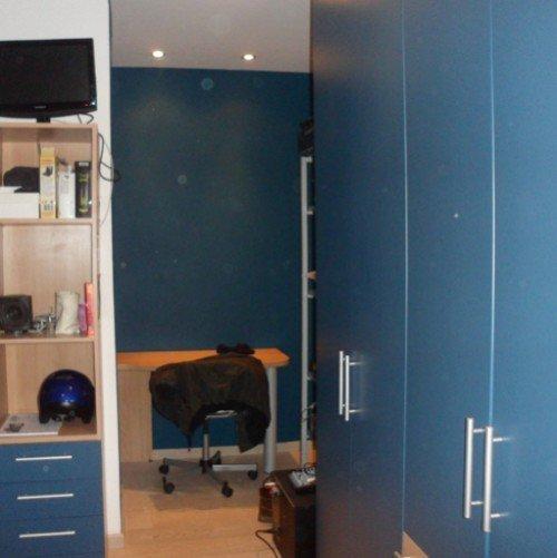 finitura interni ufficio con pareti blu
