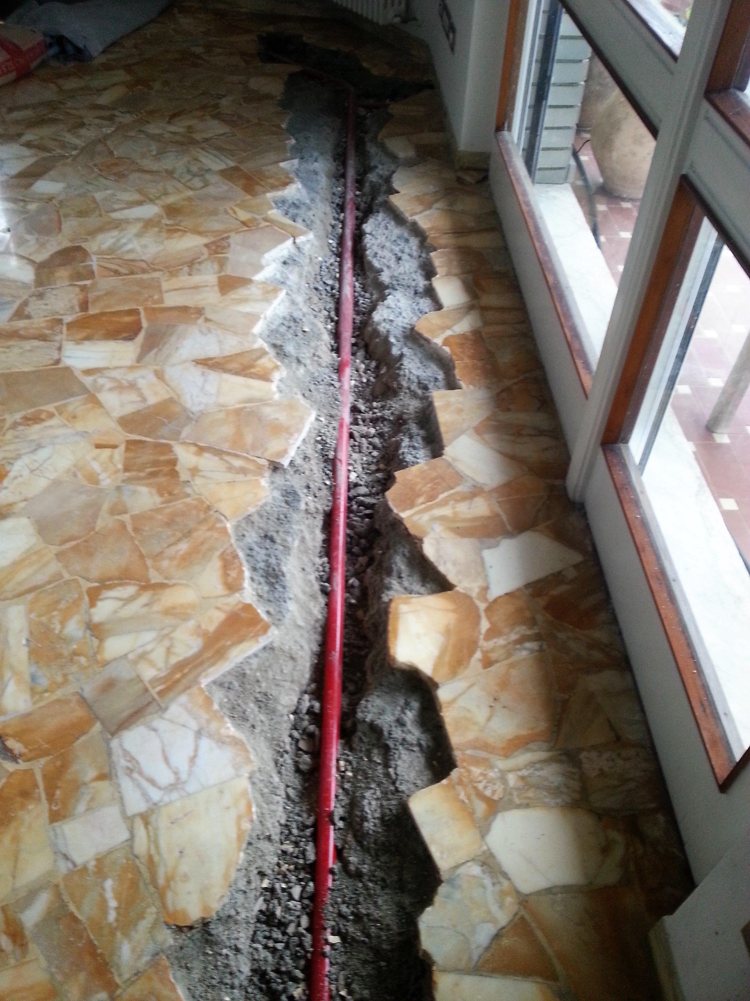 pavimento rotto dopo lavori alle tubature