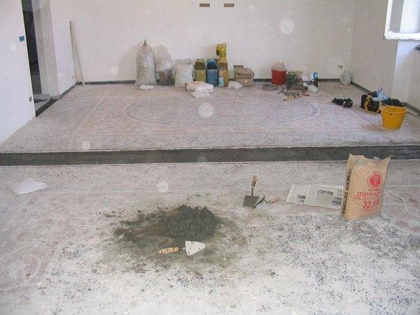stanza con pavimento alla veneziana in fase di ripristino