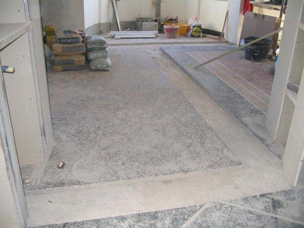 pavimento di una stanza in fase di ripristino