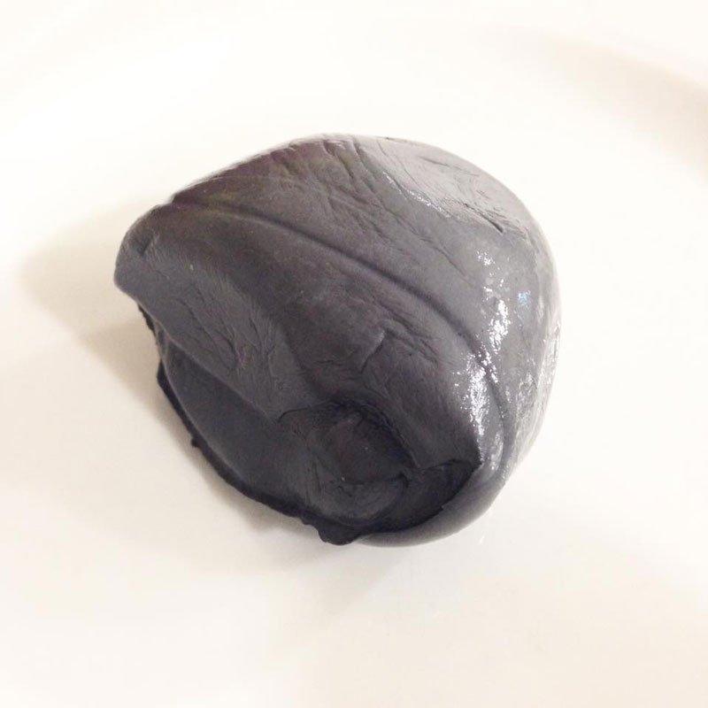 Mozzarella di bufala al carbone vegetale