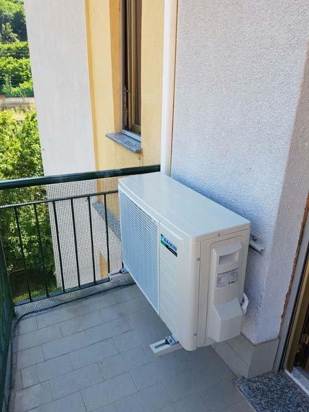 compressore aria condizionata all'esterno