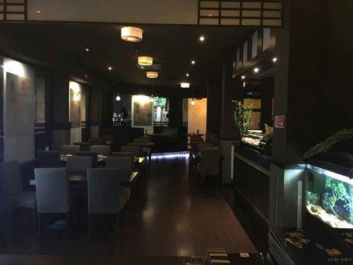 interno del ristorante e sulla destra un acquario