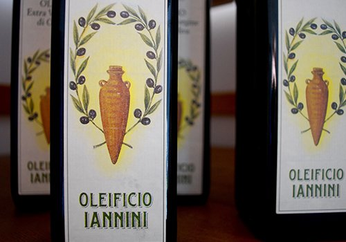bottiglie di olio Iannini