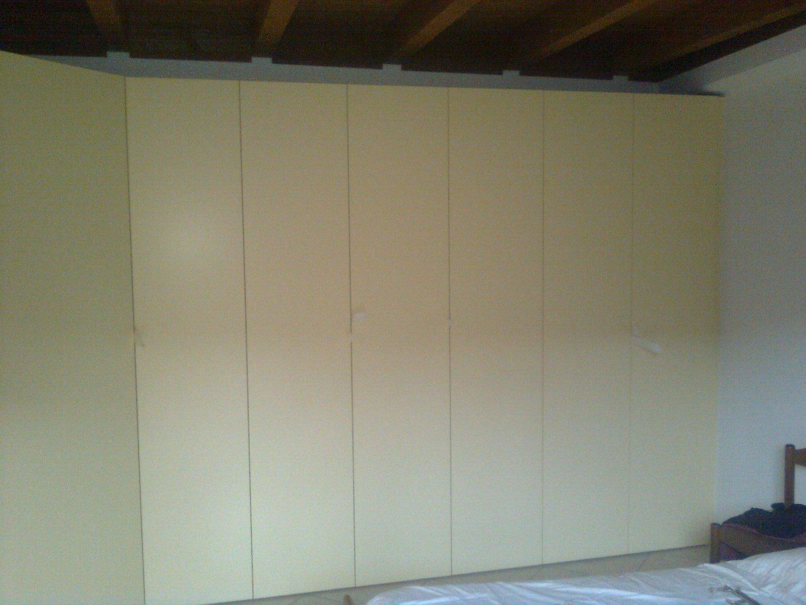mobile legno 28