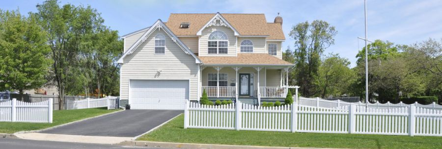 house with white picket fences in Newark, OH