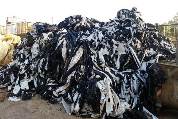 Materie plastiche in attesa di essere smaltite
