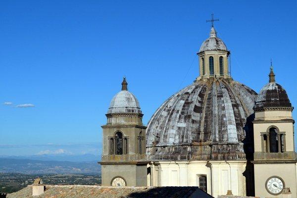Vista di una chiesa di Montefiascone