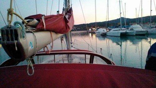 vista frontale barca a vela