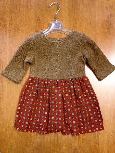 vestitino invernale per bambina con gonna a pois rossi e maglia marrone