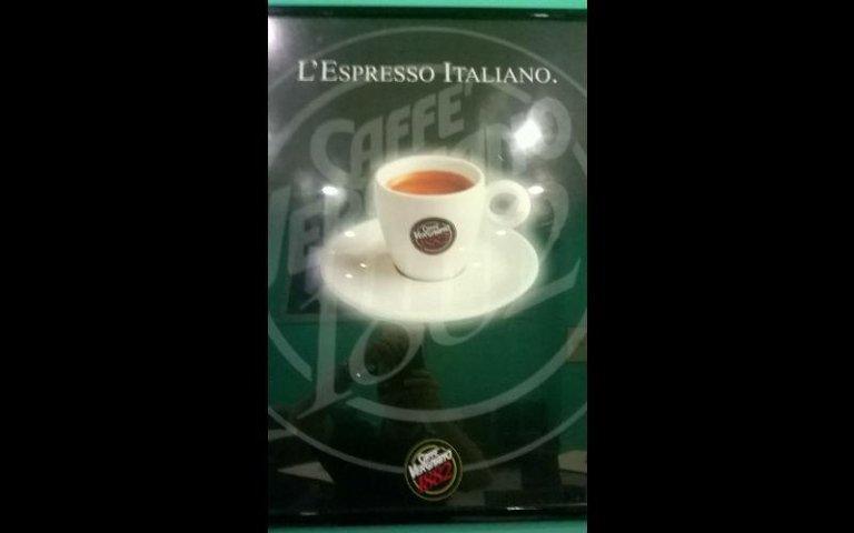 bar con caffè vergnano