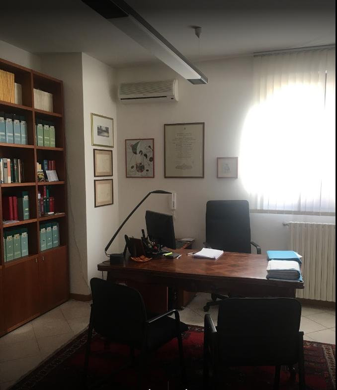 il portone dello studio