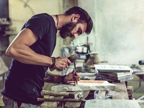 lavorazione artigianale del marmo