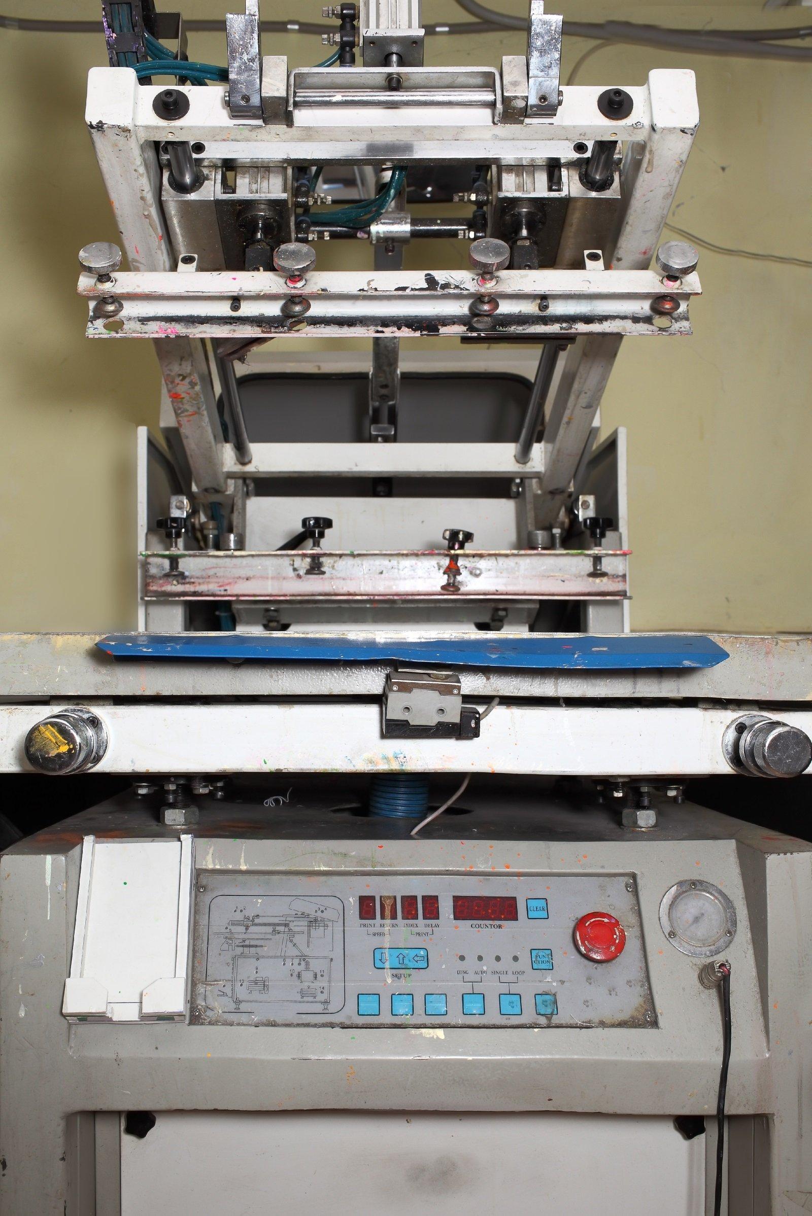 un macchinario da serigrafia