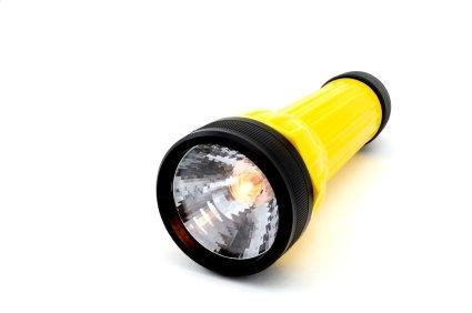is shining a flashlight in your eye damaging