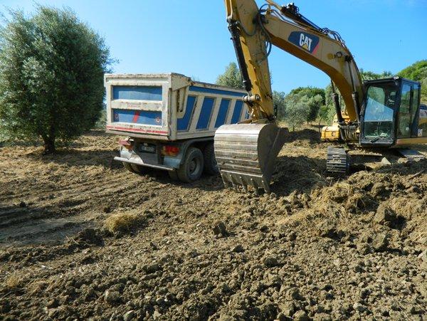movimento terra e realizzazione di scavi di sbancamento