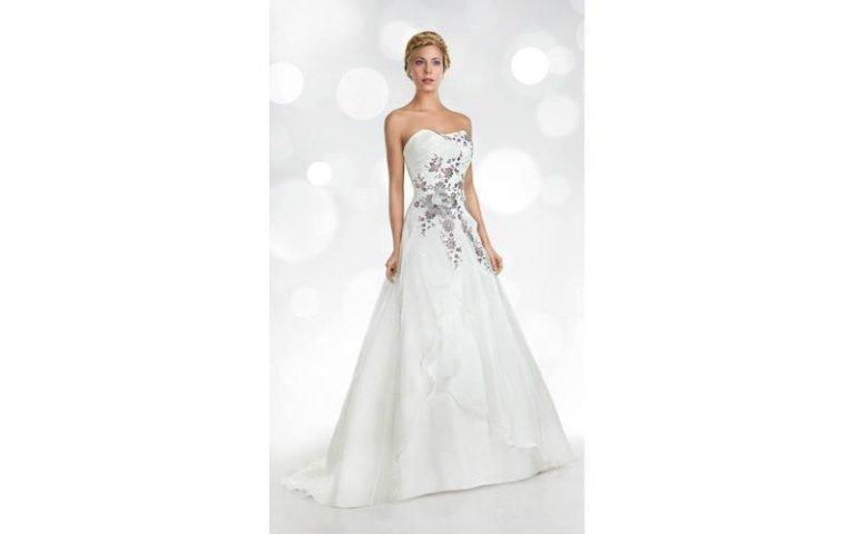 Vestito da sposa con ricami Orea Sposa
