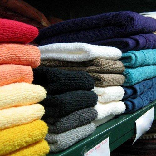 Lenzuola e biancheria di diversi colori