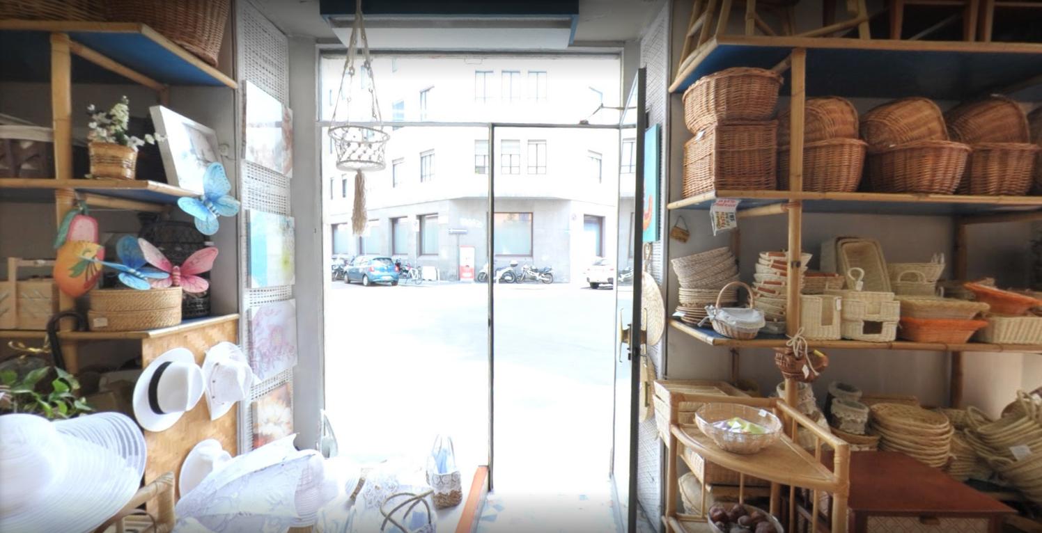 interno negozio, vetrina