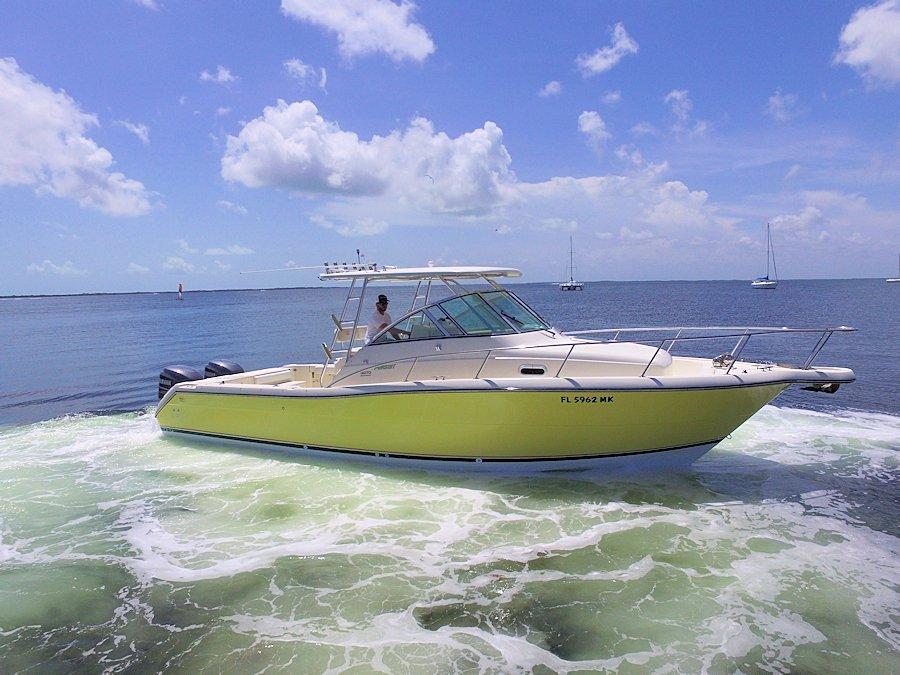 2002 30' Pursuit 3070 Offshore Walkaround