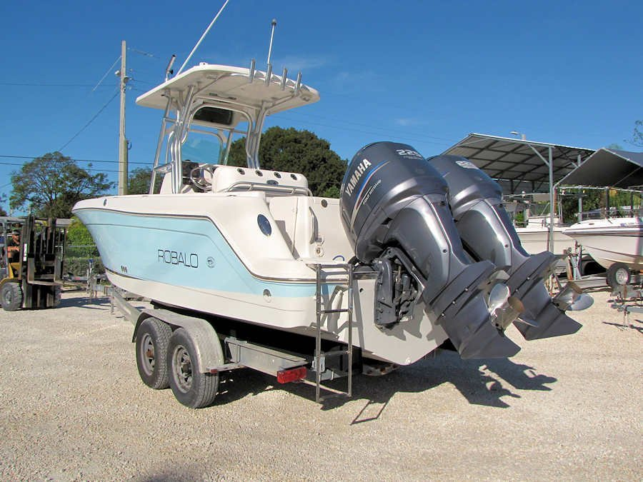 2005 Robalo 26 Center Console powered by Twin Yamaha 225 Four Strokes