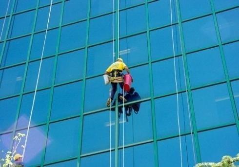 Pulizia vetrate ad alta quota