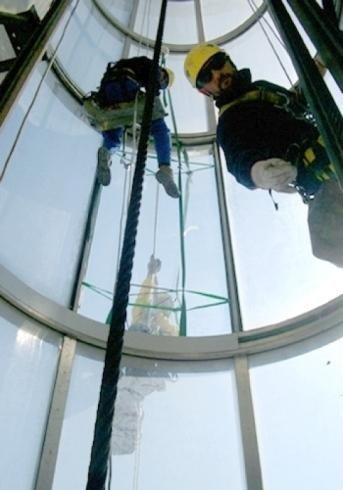 Lavaggio vetri di strutture industriali