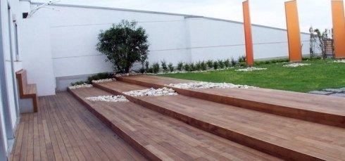 scalini da giardino in legno