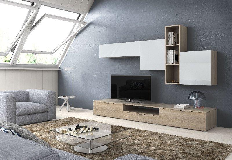 un salotto con una poltrona, un divano grigio e un mobile tv beige