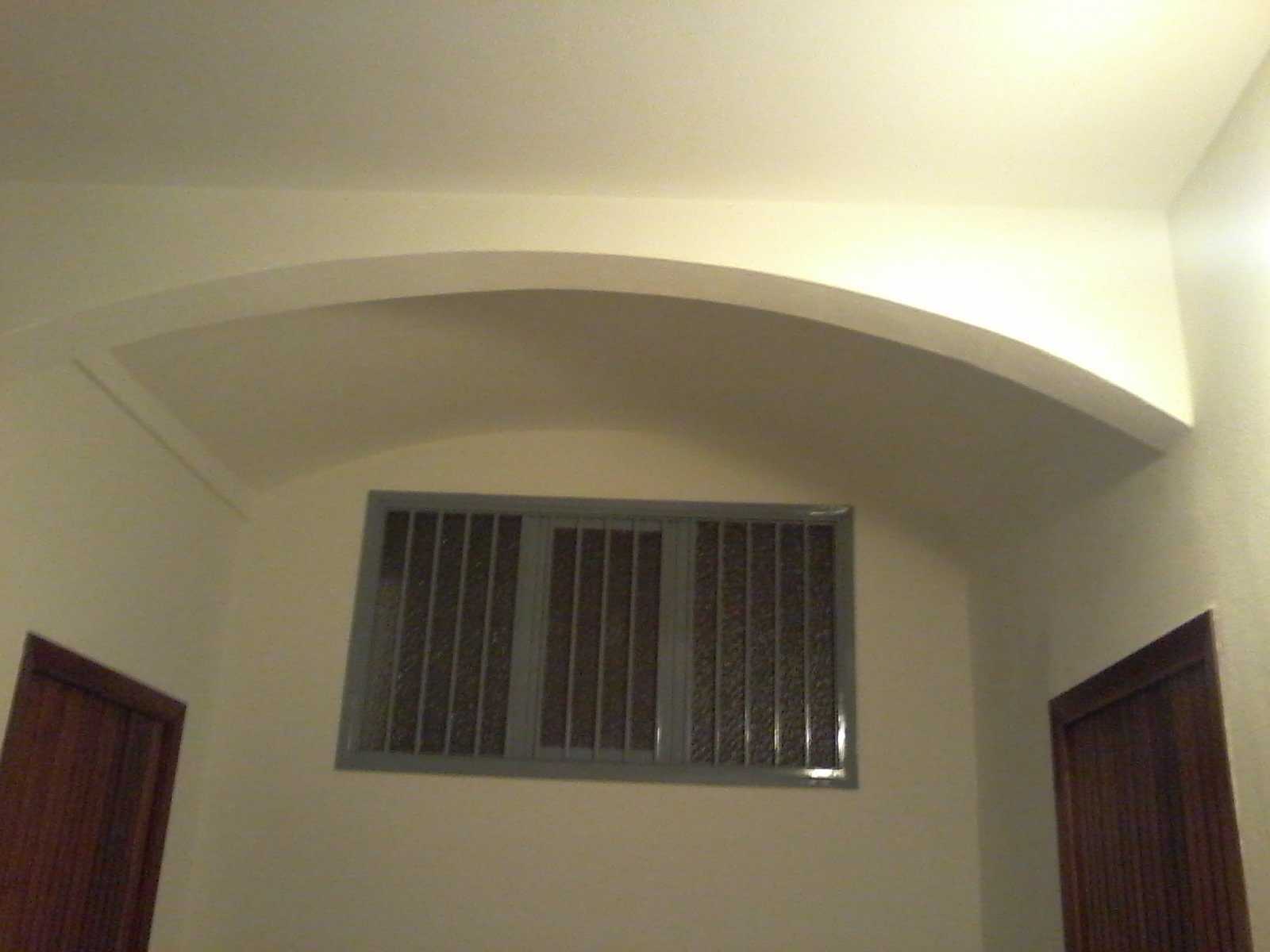 controsoffitto in cartongesso dipinto di beige
