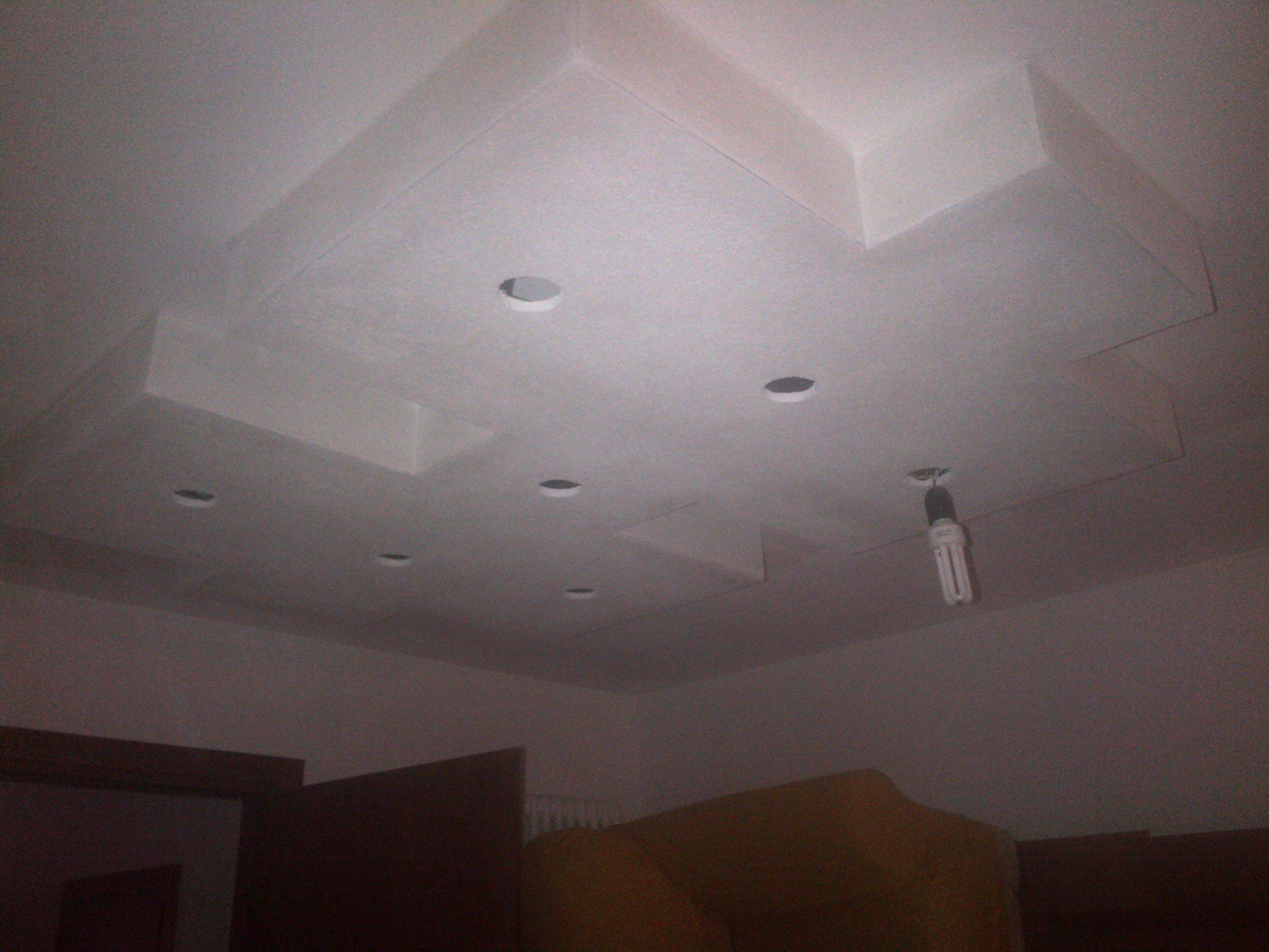 impianto di illuminazione installato su  un controsoffitto