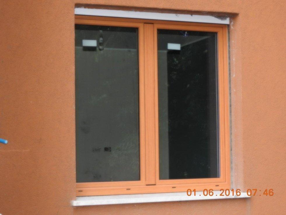 finestra con serramenti in legno