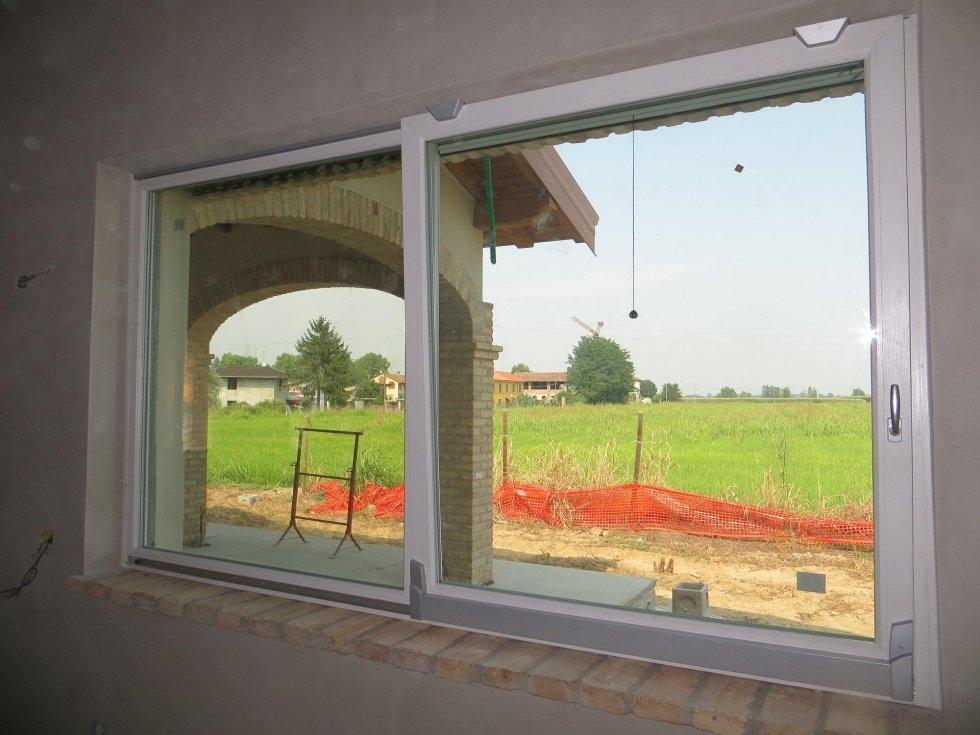 finestra scorrevole verticale