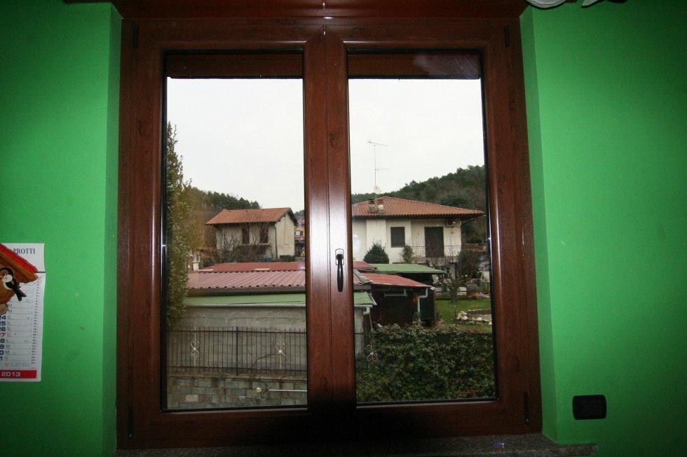 vista da  una finestra di alcune case indipendenti