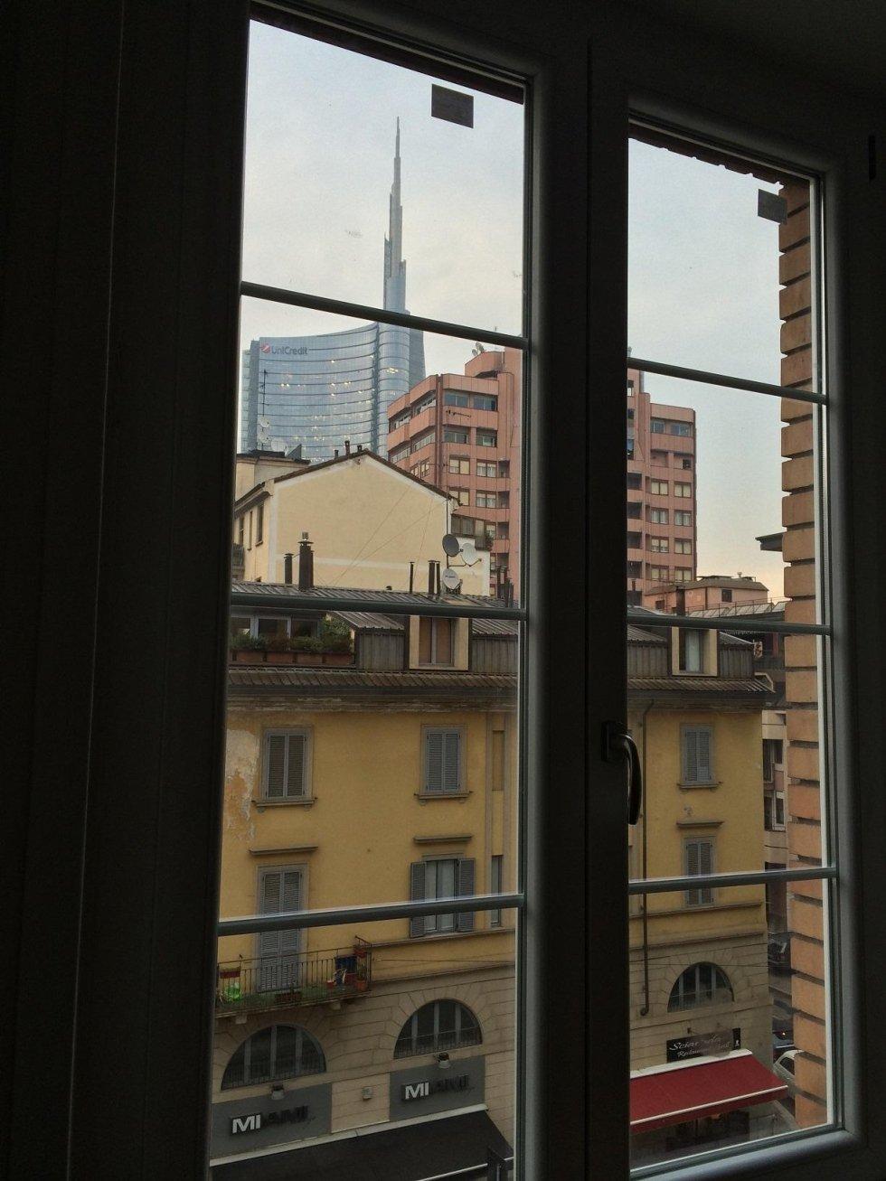 vista da una finestra della sede centrale Unicredit a Milano