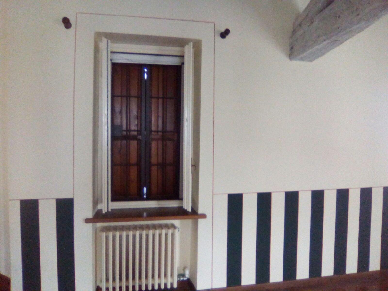 parete interna di una casa pitturata