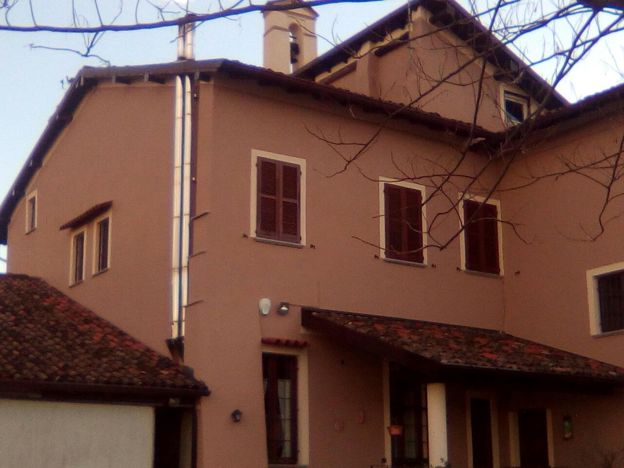 facciata esterna di una casa pitturata