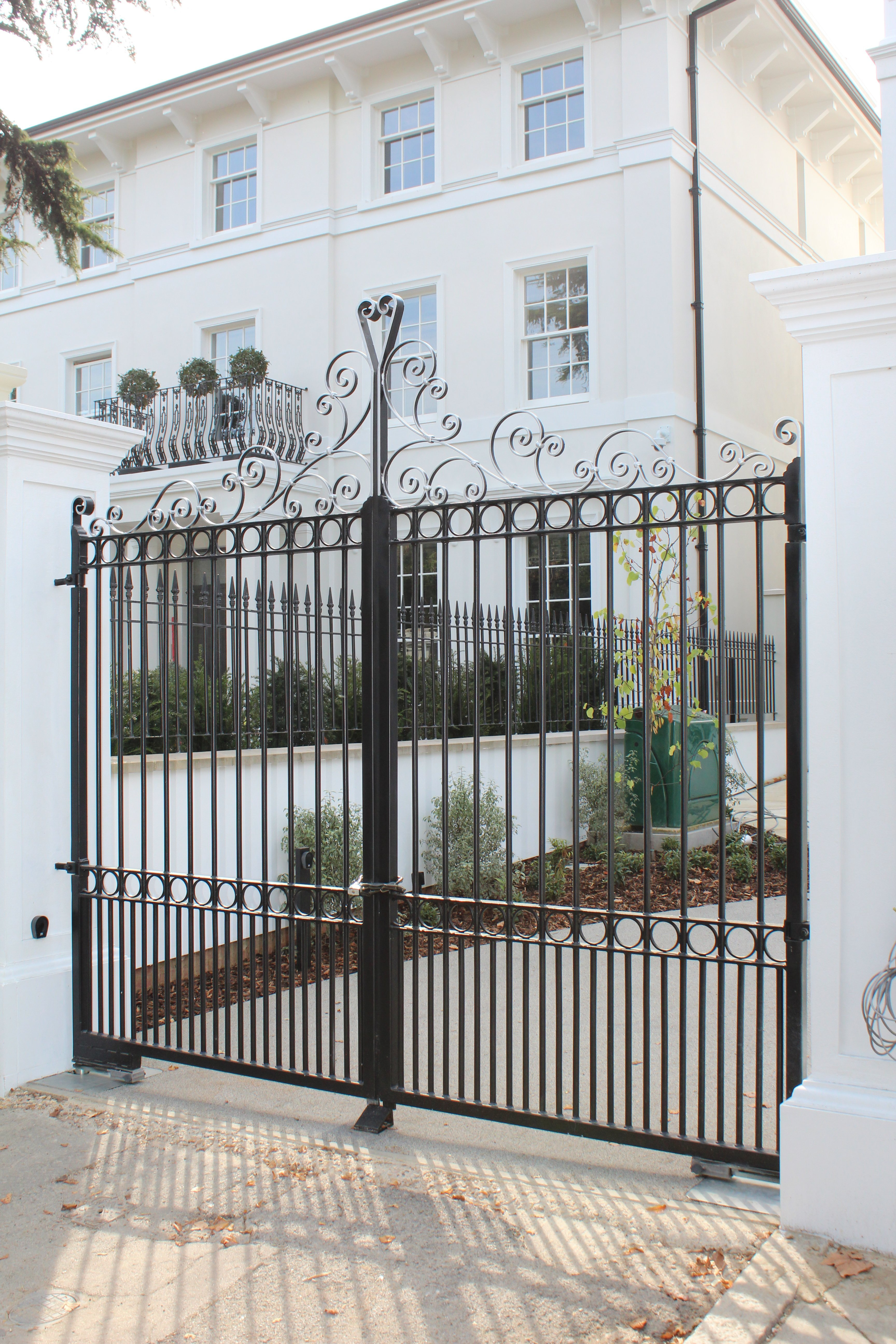 Traditional gate fitters