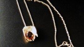 collana con pietra preziosa