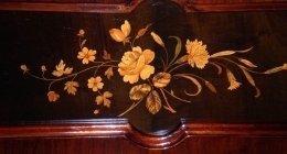 Particolare di decorazione su legno