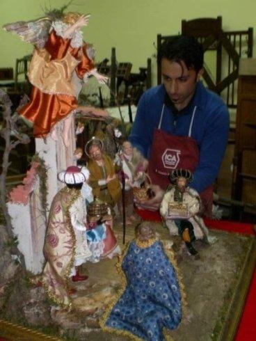 Lavorazione artigianale per le statuette