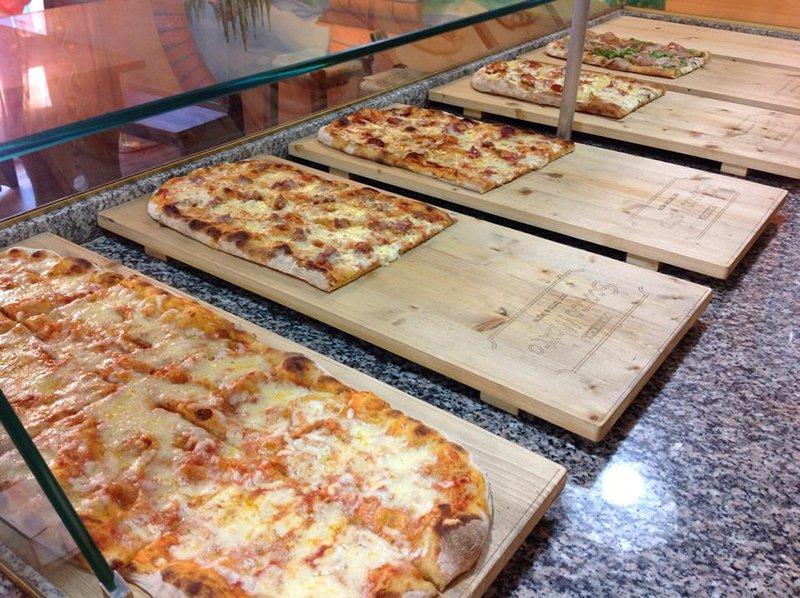 Pizze al taglio cotte nel forno a legna a Perugia