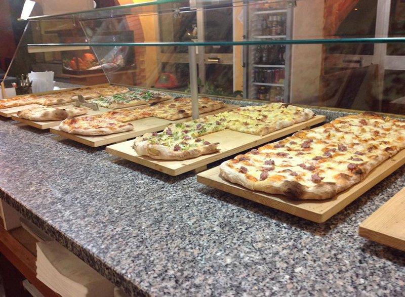 Pizze al taglio alla pizzeria Scacco Matto in Perugia