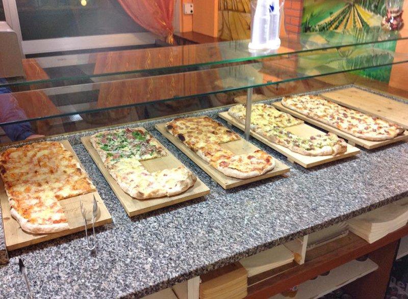 Pizze al trancio alla pizzeria Scacco Matto in Perugia