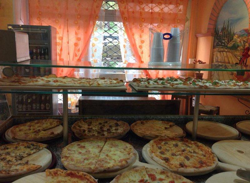 Tante pizze alla pizzeria Scacco Matto a Perugia